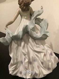 1994, Lladro, Summer Serenade Porcelain Figure By Regino Torrijos 6190