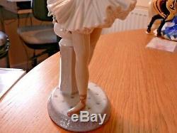 A Stunning Boxed Lladro 6323 Stage Presence Ballerina Figure