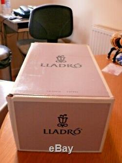 A Stunning Boxed Lladro 7641 For A Perfect Performance Ballerina Figure