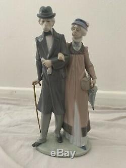 Beautiful Genuine Lladro #5677 Elderly Gentleman With His Wife Figurine