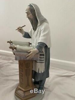 Beautiful Genuine Lladro #6208 Rabbi Reading Torah Figurine