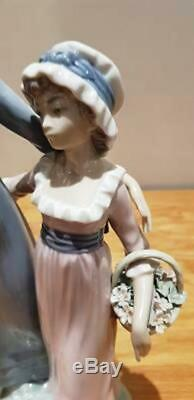 Beautiful Immaculate Lladro Sisters With Flowers 5013