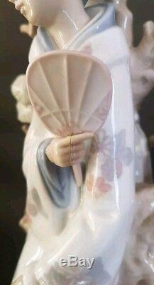 Beautiful Lladro Large Retired Geisha Girl Figurine. 4807 & Boxed