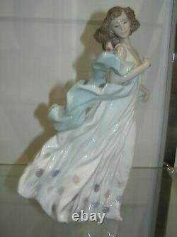 Beautiful Lladro Porcelain Summer Serenade #6193 Girl With Bird Flowing Shawl