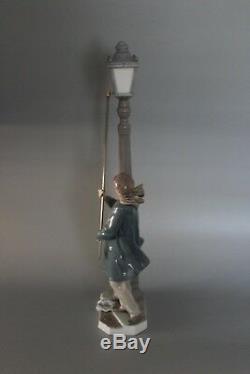 Boxed Lladro 5205 Lamplighter 48cm Figure VGC