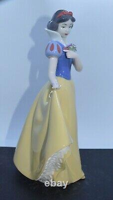 Disney Nao Porcelain By Lladro Figurine Snow White 02001680 Was £150 Now £127.50