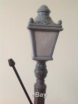 EXCELLENT BOXED LARGE-LLADRO LAMPLIGHTER FIGURE-SPANISH PORCELAIN FIGURE-Not Nao