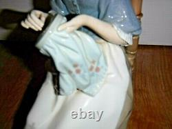 Exquisite LLADRO Lady Sewing Embroiderer 4865 1994 1st Excellent