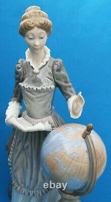 Genuine Lladro Figurine School Marm Model 5209 Retired