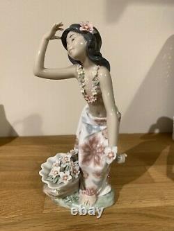 LLADRO #1478 Aloha Hawaiian Woman With Flowers Dancing Girl Figurine (No Box)
