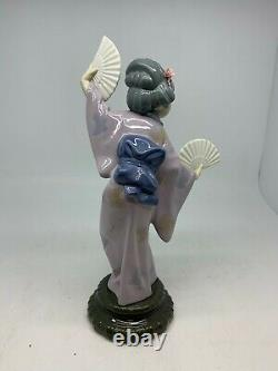 LLADRO DANCING JAPANESE GEISHA WITH 2 FANS excellent condition