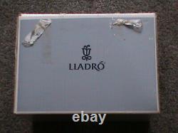 LLADRO FIGURINE First Ovation 6998 Retired in Box