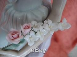LLADRO Figurine 1495 Lady of Taste Lady with Flower Bouquet Large