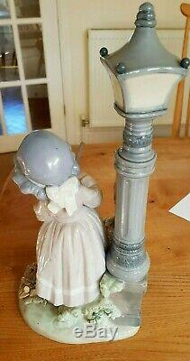 LLADRO Girl with Cat Raking Leaves Figurine Fall Clean Up 5286