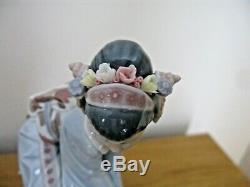 LLADRO MAYUMI 1449 Geisha Picking Flowers