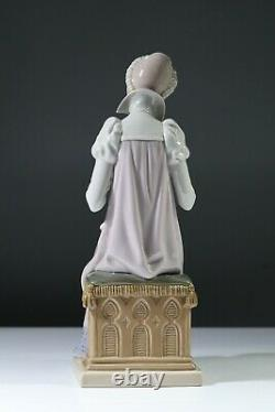 LLADRO Medieval Lady Embroidering 5126 Sewing a Trousseau Rare Figurine