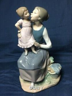 LLADRO NAO 1978 The Pampering Mother & Child Daughter Large Figurine Excellent