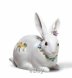 LLADRO Porcelain ATTENTIVE BUNNY WITH FLOWERS (01006098)