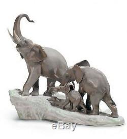 LLADRO Porcelain ELEPHANTS WALKING (01001150)