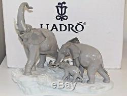 LLADRO Porcelain ELEPHANTS WALKING FIGURINE (01001150) Boxed Large 36 x 40cm