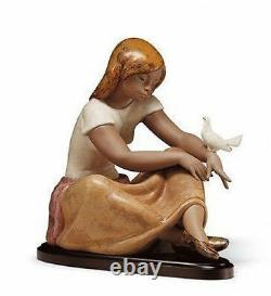 LLADRO Porcelain Gres Finish WATCHING THE DOVE 01013526