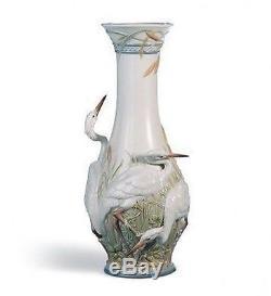 LLADRO Porcelain HERONS' REALM VASE (01006881)