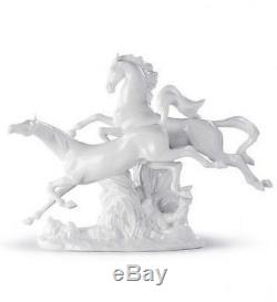 LLADRO Porcelain HORSES GALLOPING (WHITE) 01008682