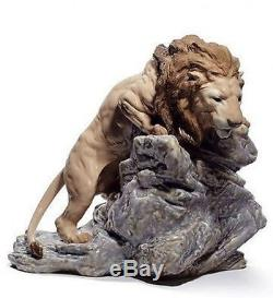 LLADRO Porcelain LION POUNCING 01008656