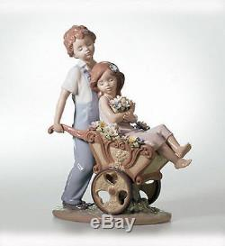 LLADRO Porcelain THE PRETTIEST OF ALL (01006850)