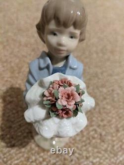 LLADRO Porcelain YOU DESERVE THE BEST (BOY) (01008504)