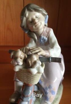 LLADRO'TRAVELING IN STYLE' 5680 Boxed and perfect