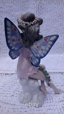 LLadro Fairy Holding Garland. 5861 used excellent condition unboxed