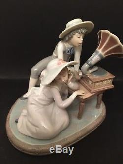 LLadro Music Time. 5430. Children playing with gramophone