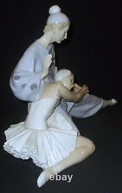 Large Lladro CLOSING SCENE #4935 Figure Made in Spain
