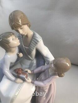 Large Lladro Figurine A Gift Of Love 5596 9.5