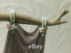 Large Lladro Figurine Grand Dame No/1568. Retired 1992, 35,1/2, CM High