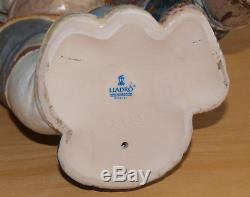 Large Lladro Gres Porcelain Eskimo Boy & Girl Couple from the Arctic Figure 2038