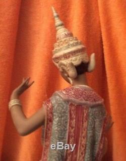 Large Lladró Thai Dancer Kneeling Figurine #2069 Excellent Condition