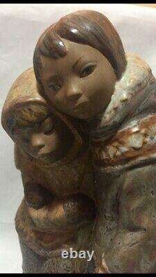 Lladro 2038 Eskimo Couple -Gres Finish- Juan Huerta -1971 -13 High