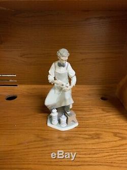Lladro 4844 Pharmacist 32cm Figure, Retired