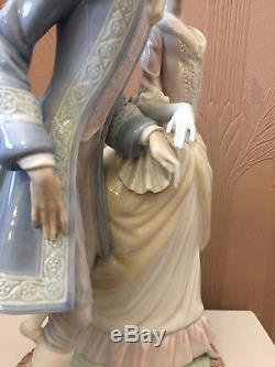 Lladro 5004 WALK IN VERSAILLES Renaissance Courting Couple 15.75 Gloss Figurine