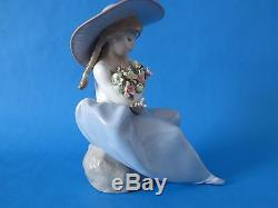 Lladro #5862 Girl With Flowers Fragrant Bouquet Figurine Perfect Condition