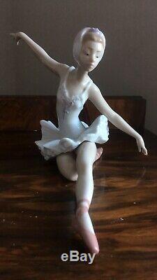 Lladro 5920 SWAN BALLET Ballerina Graceful Dancer Gloss Figurine