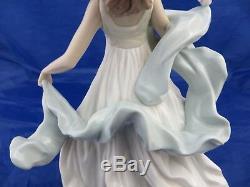 Lladro 6193 SUMMER SERENADE Figurine, © Daisa 1994, measures approx. 31 cm high