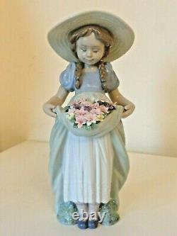 Lladro 6756 Bountiful Blossoms Girl Holding Flowers In Dress