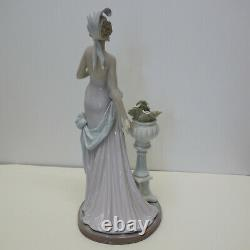 Lladro A Touch of Class Beautiful Figurine 5377 Small Damage Rare Retired