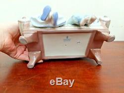Lladro Big Sister #5735 Girls sat on sofa with Dog Boxed