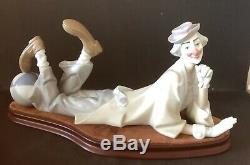 Lladro Clown. Reclining. 4618. With base