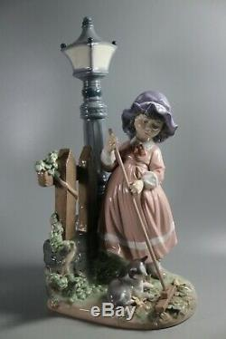 Lladro Figure Fall Clean Up 5286