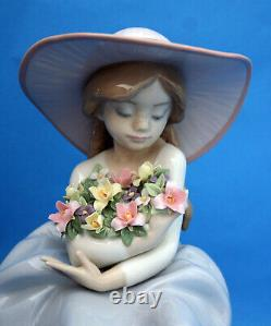 Lladro Figure Of A Girl Seated With Flowers Fragrant Bouquet 5862